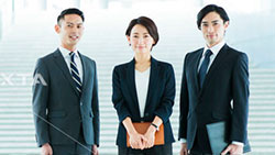 3 Japanese business trainers